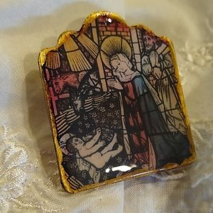 💕😘 stained glass replica brooch
